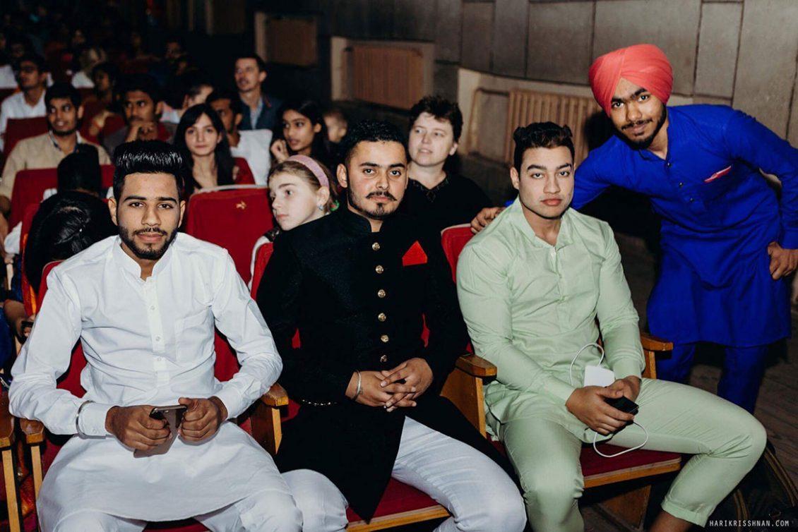 Свято світла і добра Дівалі відзначали студенти з Індії