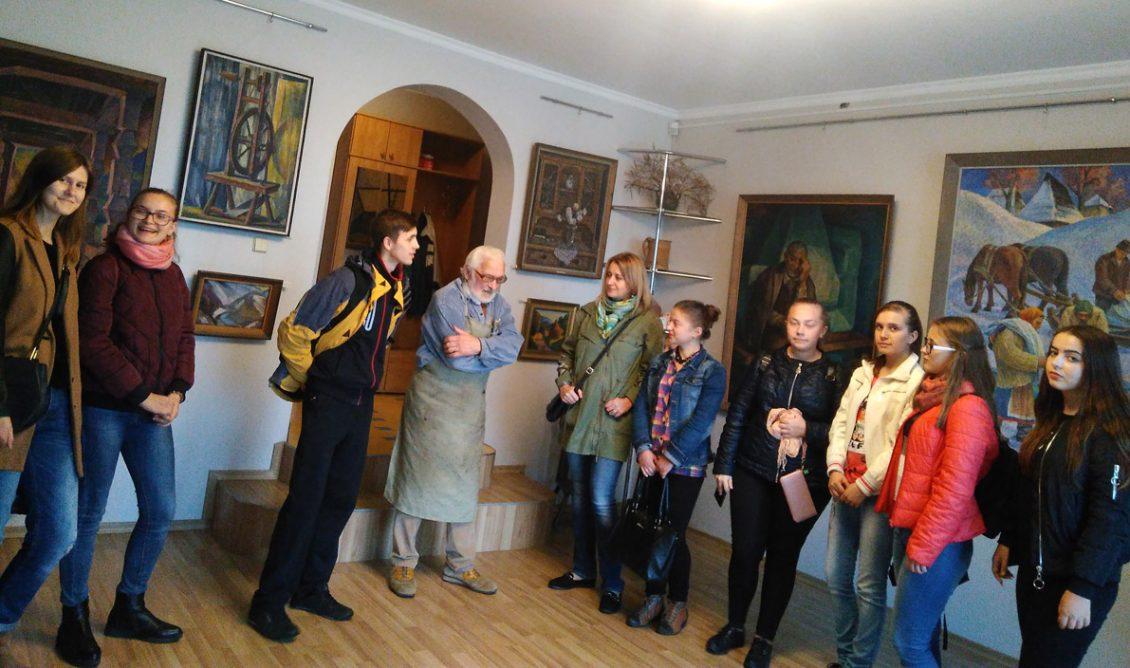 Першокурсники факультету історії та міжнародних відносин знайомилися з художником Володимиром Микитою