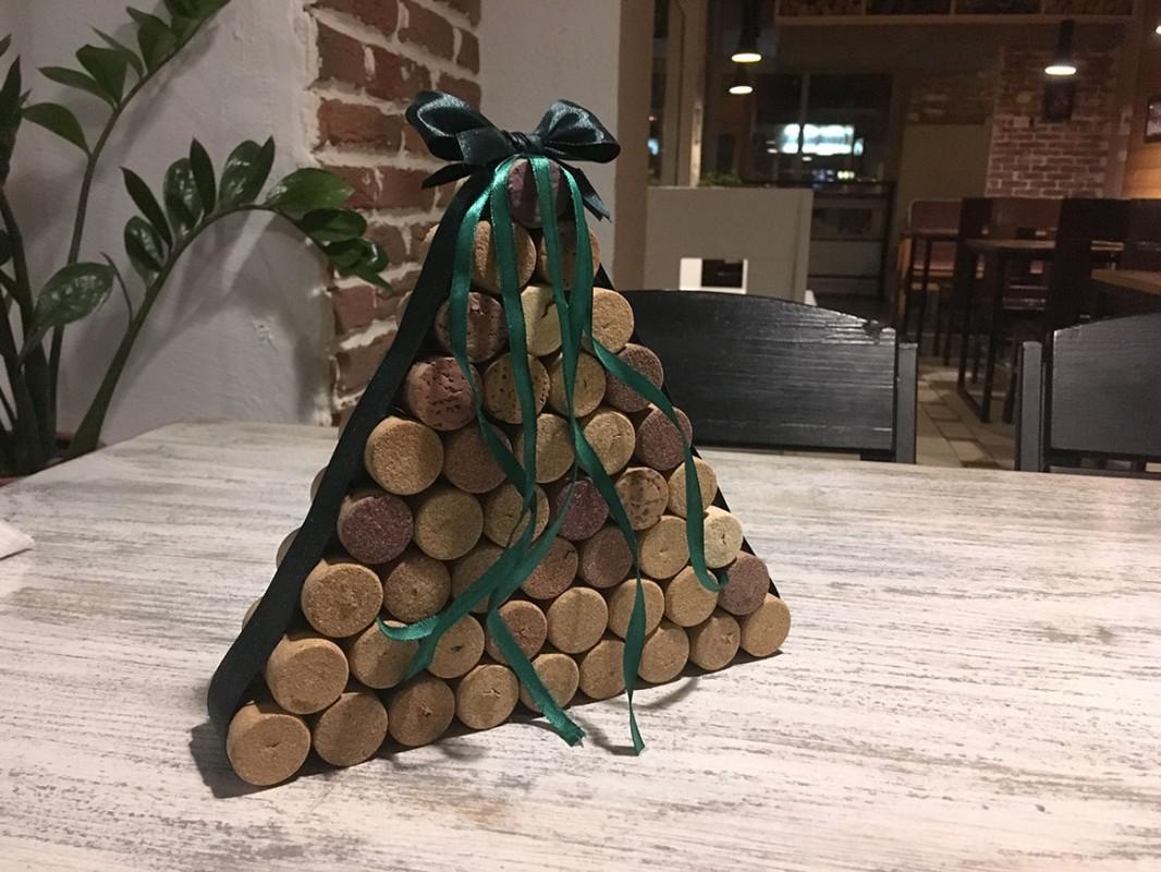 Жива ялинка – минуле століття: студенти УжНУ роблять святкові «деревцята» навіть із iPhone!