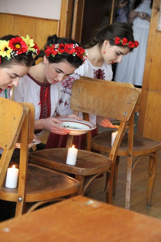 Першокурсники-україністи влаштували на філфаку Андріївські вечорниці
