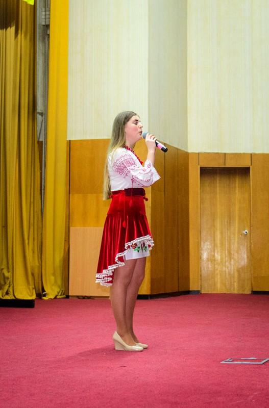 День Збройних сил України в УжНУ відзначили конкурсом патріотичної пісні