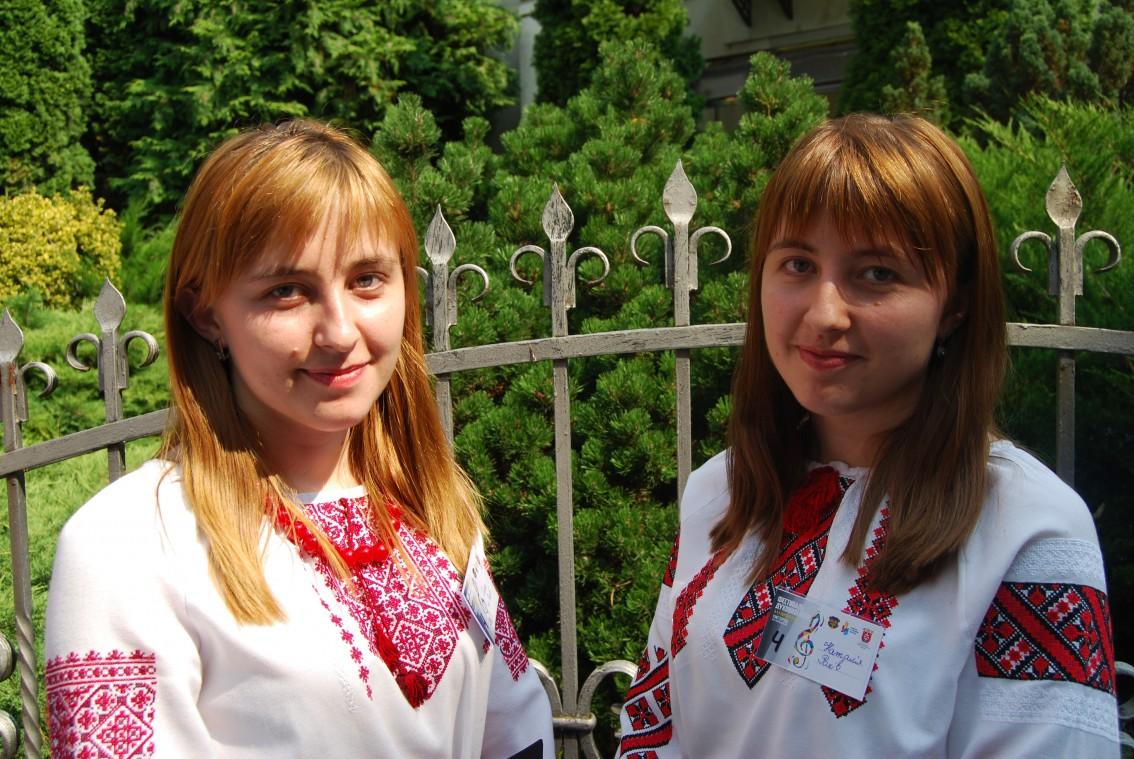 Сестри Олеся та Наталія Попович з Рахова
