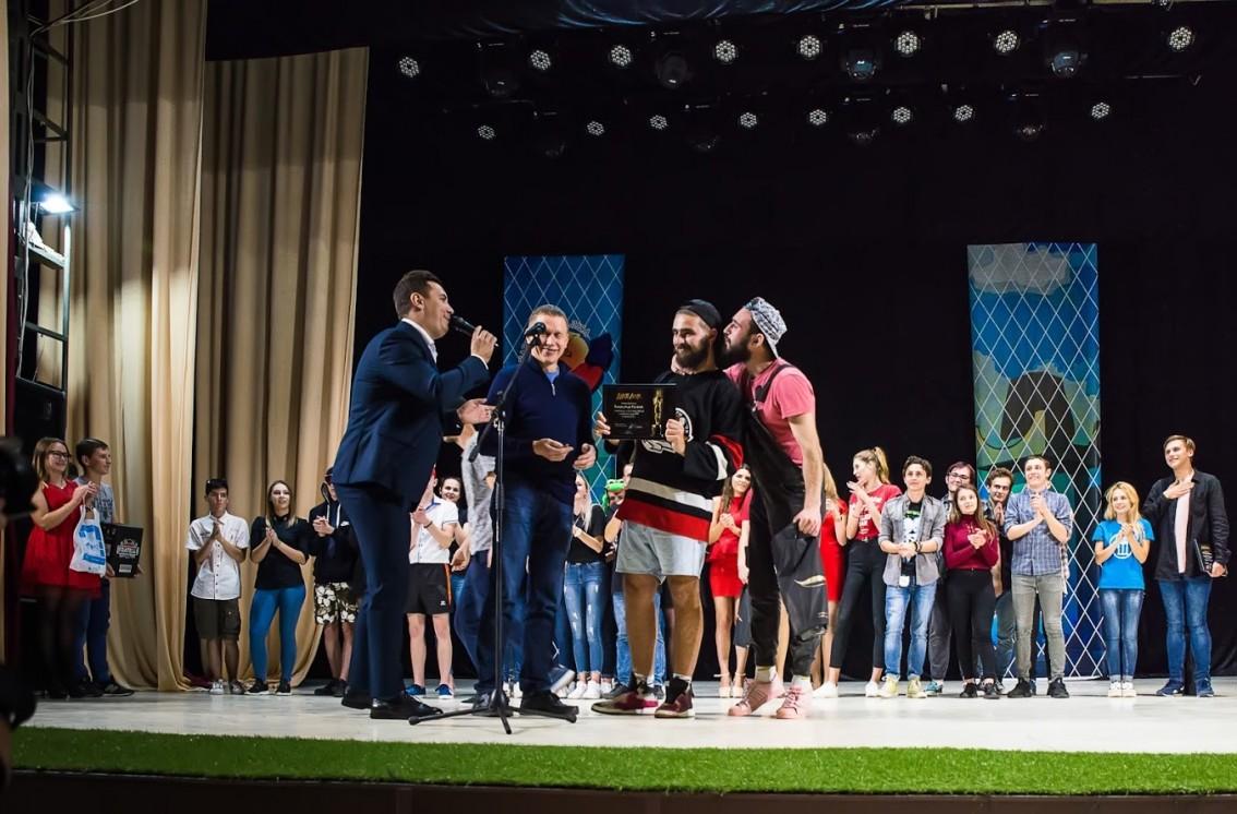 Дожартувалися: команда філологічного факультету стала чемпіоном фіналу Кубка Закарпатської ліги КВН