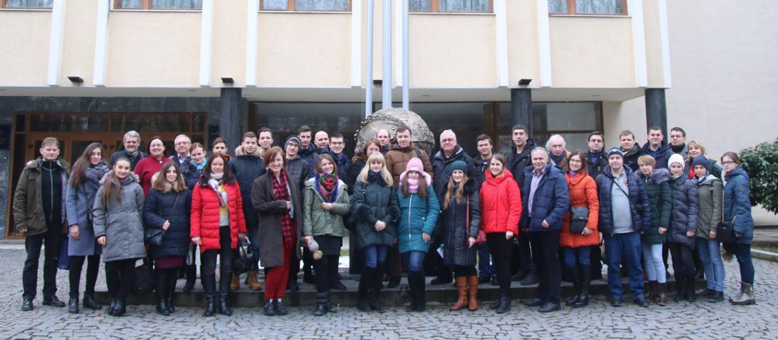 Серед учасників школи – студенти УжНУ та КПІ, викладачі, а також професори з Норвегії, Франції, Німеччини