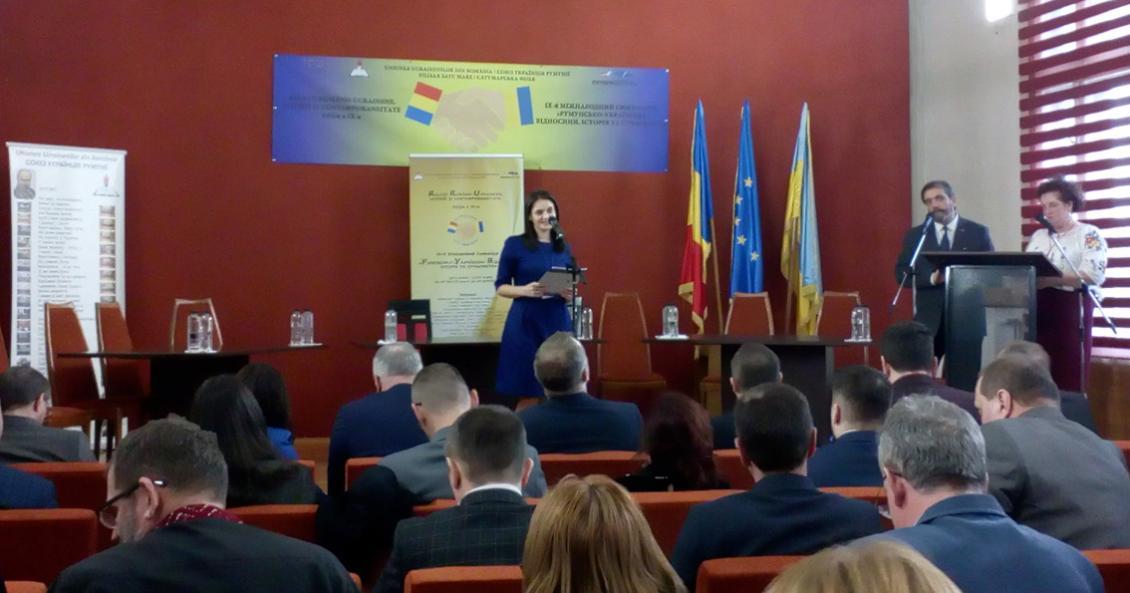 Оксана Свєженцева передає вітання від ректора УжНУ Володимира Смоланки