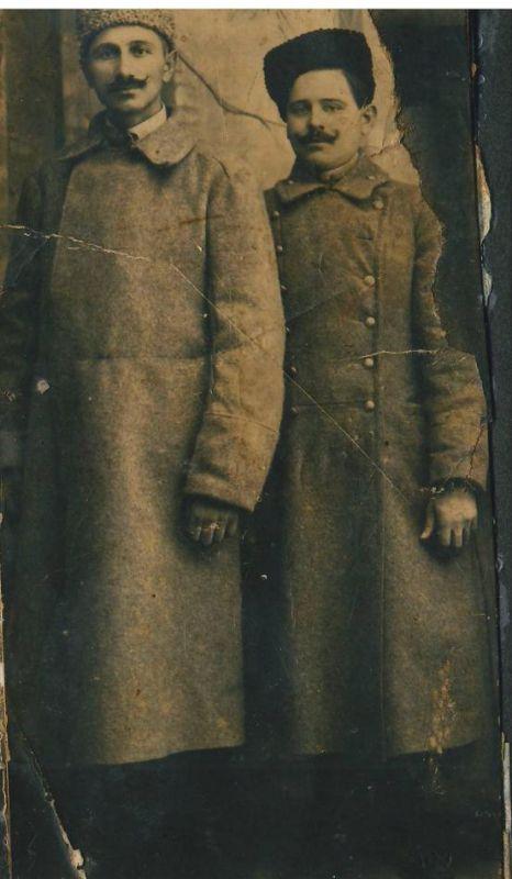Дідо Михайло Лавер (зправа) у російському полоні. Місто Ярославль, орієнтовно 1916-1917 рр.