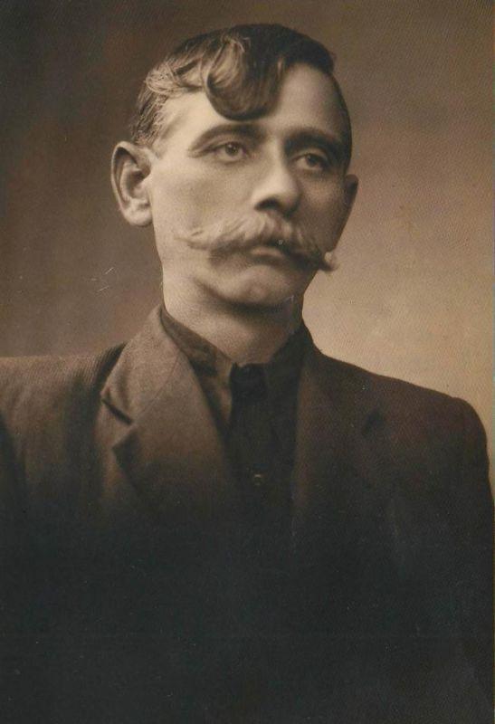 Дід Михайло Лавер, 30-ті роки ХХ століття.