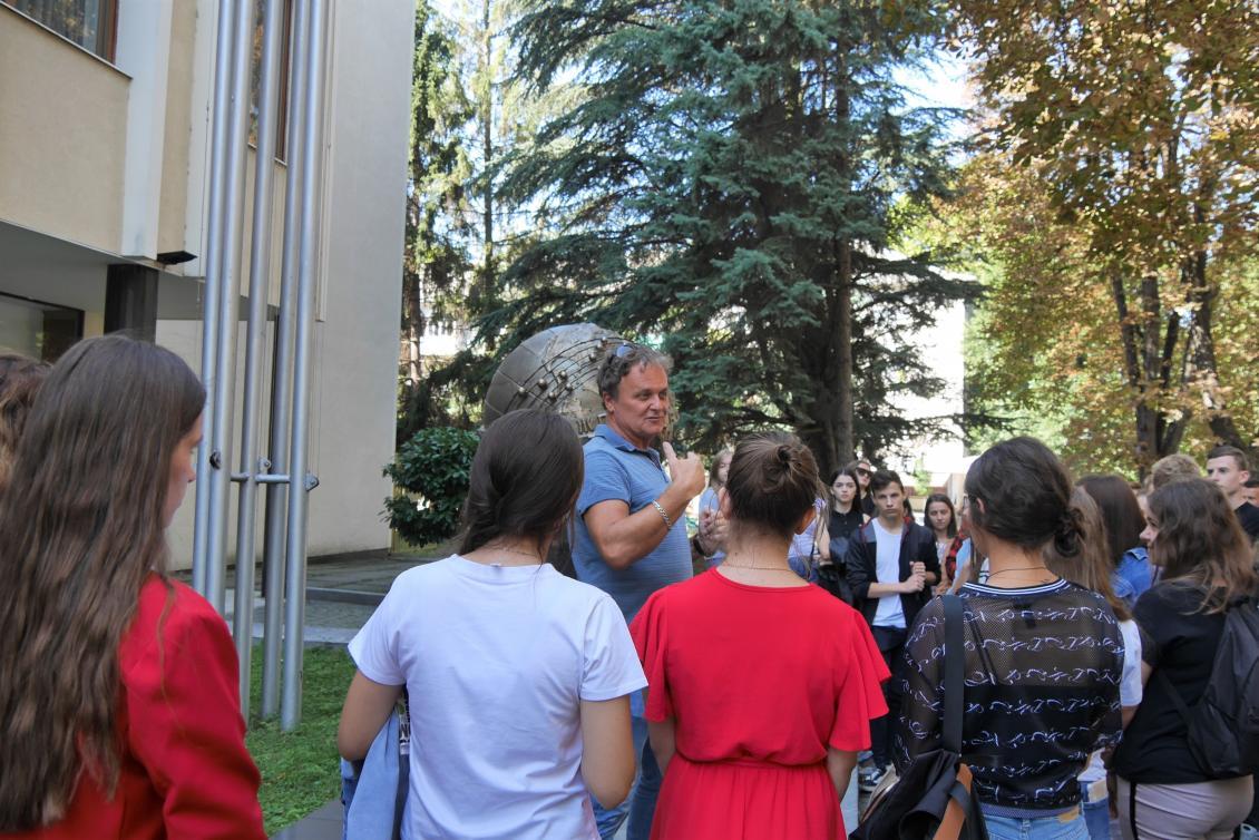 Михайло Рошко спілкується з першокурсниками