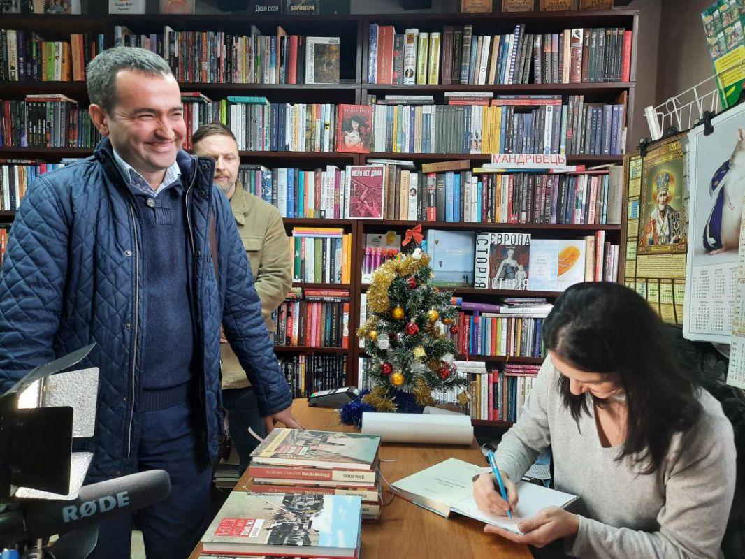 На початку 2020  року вийде компіляція двох попередніх книжок угорською мовою Тетяни Літераті