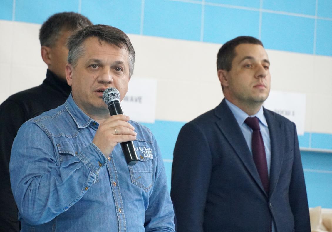 Вітає учасників проректор УжНУ Ігор Король