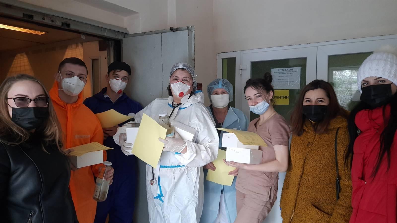 Волонтеріат УжНУ підтримав ужгородських медиків, які працюють із хворими на COVID-19