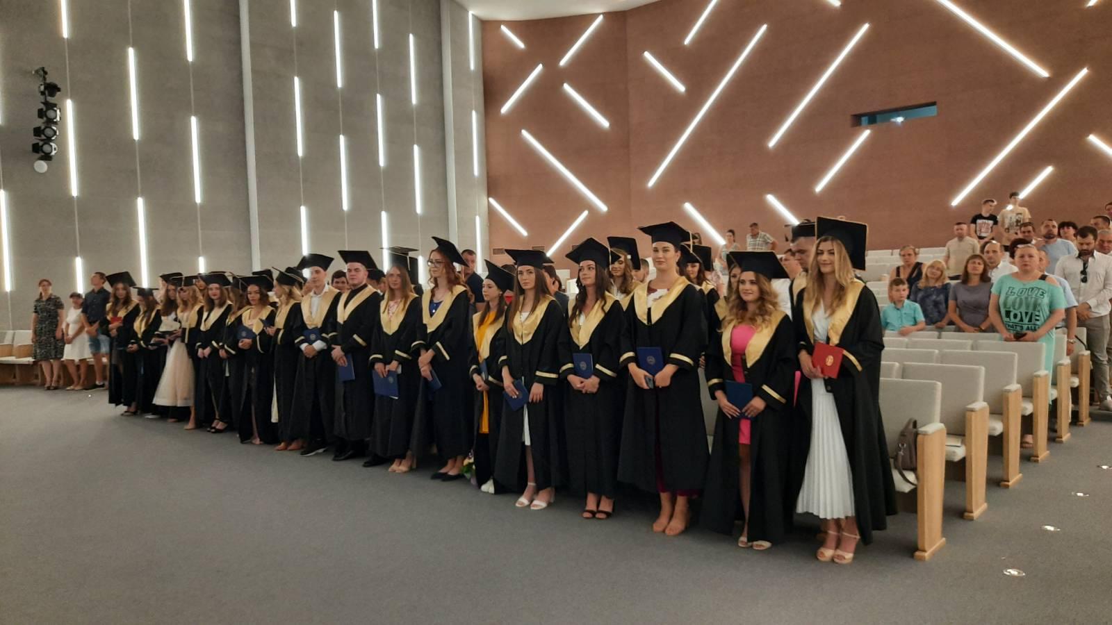 «Не відкладайте життя на завтра»: ФМЦТ привітав своїх випускників