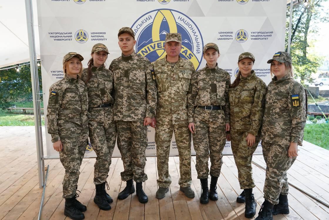 Четвертий випуск військової кафедри УжНУ – зі своїми першими офіцерськими званнями