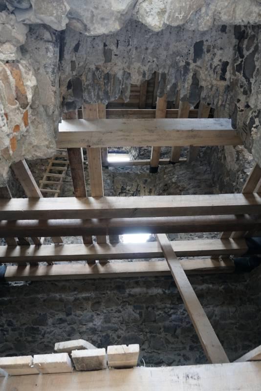 У Невицькому замку відкопали досі невідомий підвал – до експедиції долучилися й ужнівці