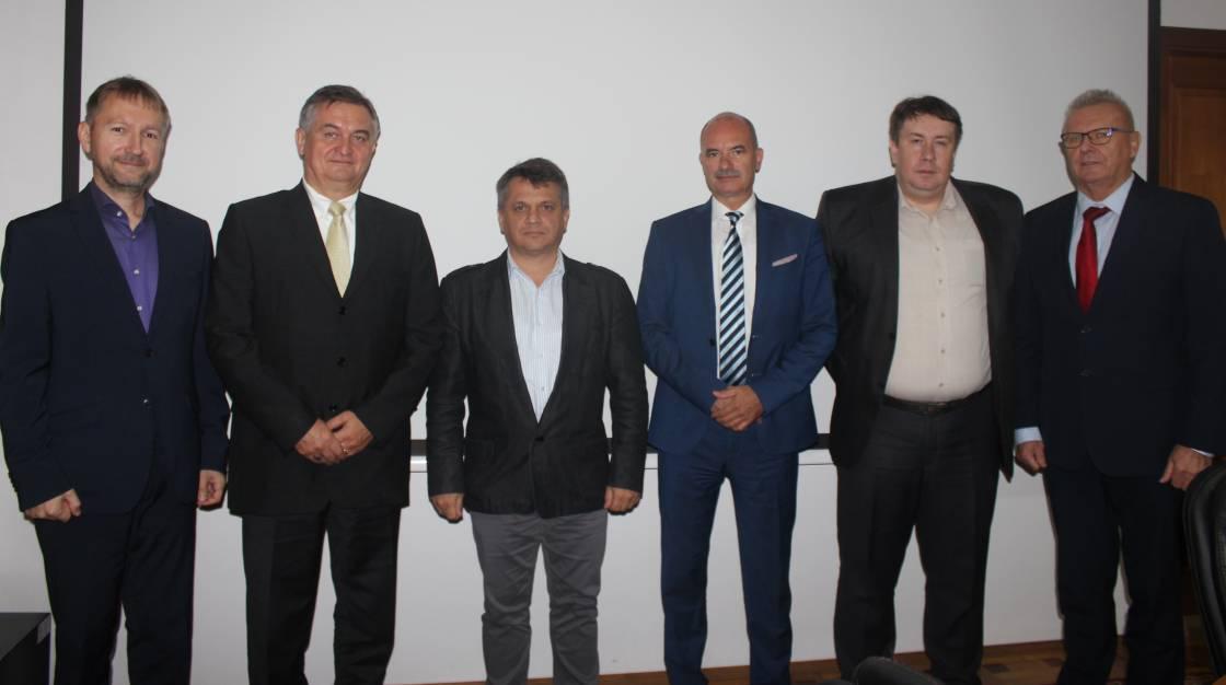 Початок співпраці, 26 вересня 2018 року. Третій зліва проректор Ігор Король, другий праворуч декан ФІТ Ігор Повхан