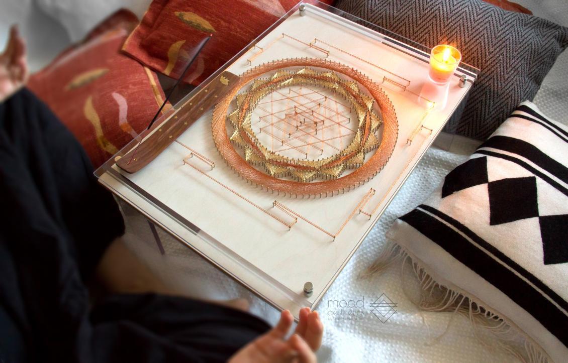 MoodAesthetics Лесі Поліхи: Як ужнівка «вишиває» цвяхами практичні й естетичні картини-столики
