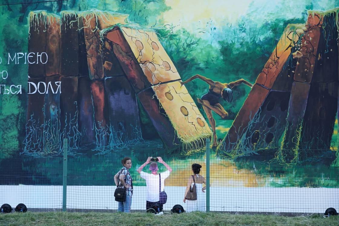 Студентський мурал на «Буревіснику» у 5 цифрах та фото