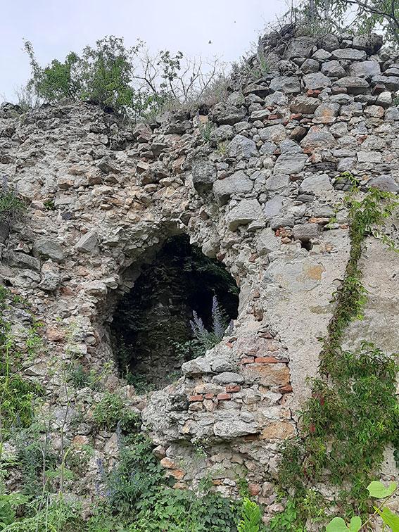 Ужнівці допомагають повернути туристичну привабливість зруйнованому Квасівському замку