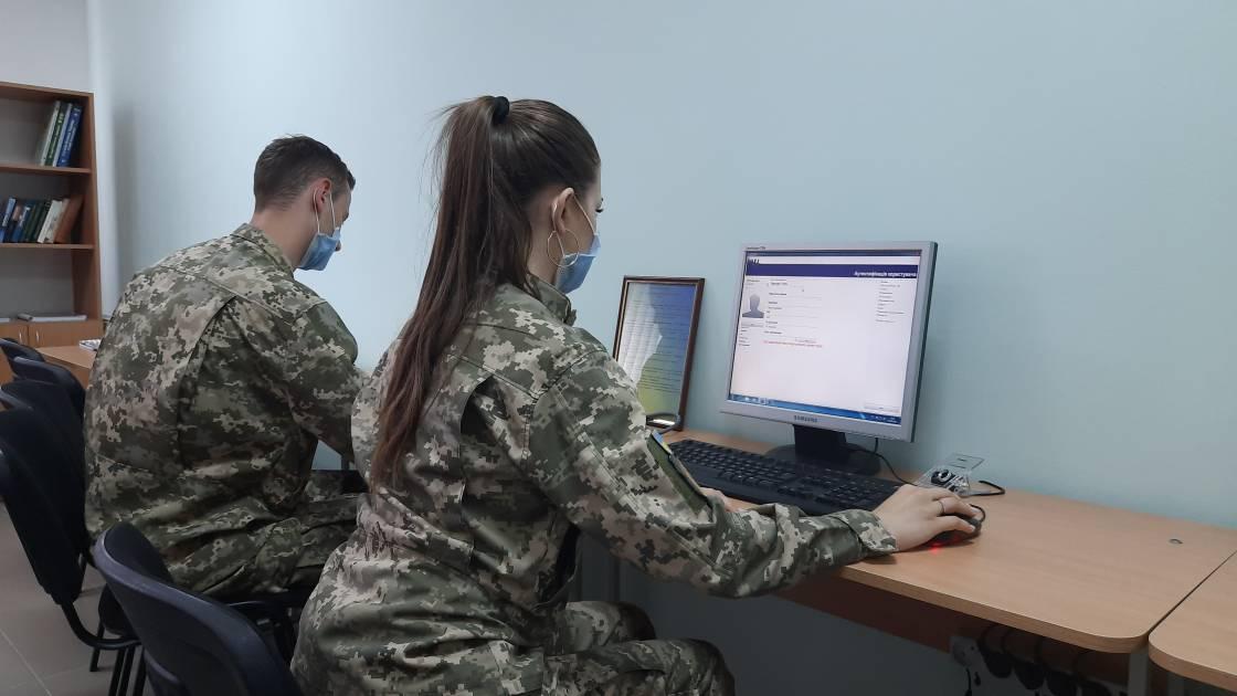 Бронетехніка, зброя та навчальні лабораторії: Чим забезпечена кафедра військової підготовки УжНУ?