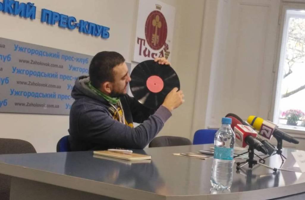 Відомий радійник, випускник відділення журналістики створить вінілову платівку з піснями закарпатських виконавців