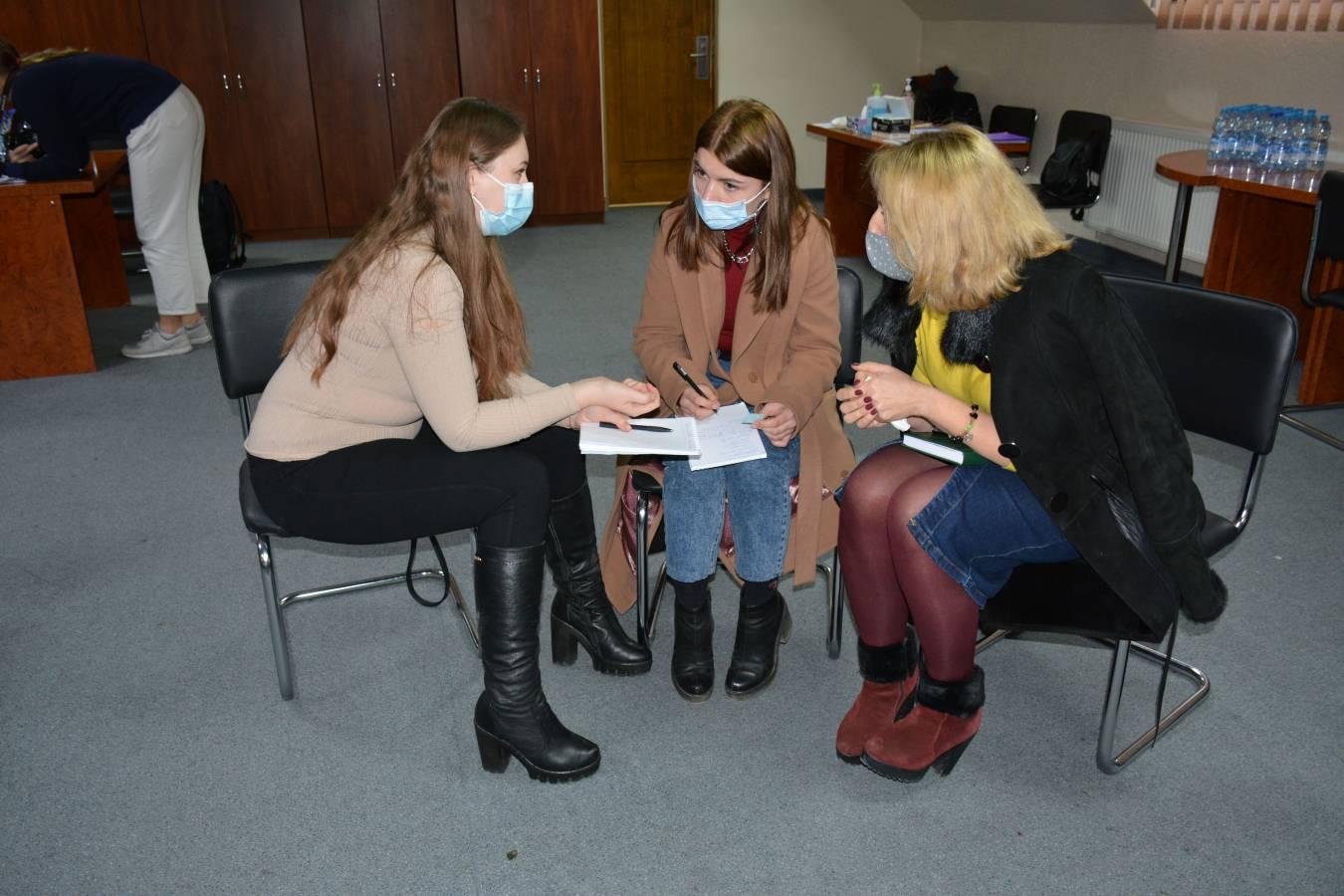 Сучасні виклики професії журналіста з'ясовували викладачі й студенти відділення журналістики
