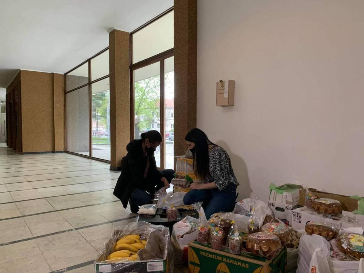 Студенти УжНУ ініціювали збір великодніх кошиків для тих, хто в скруті, – долучайтеся до благодійності!