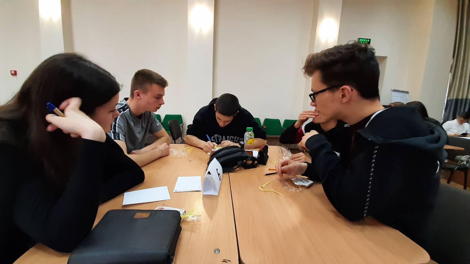 Студенти УжНУ й ужгородські школярі зійшлися в «Битві інтелектів»
