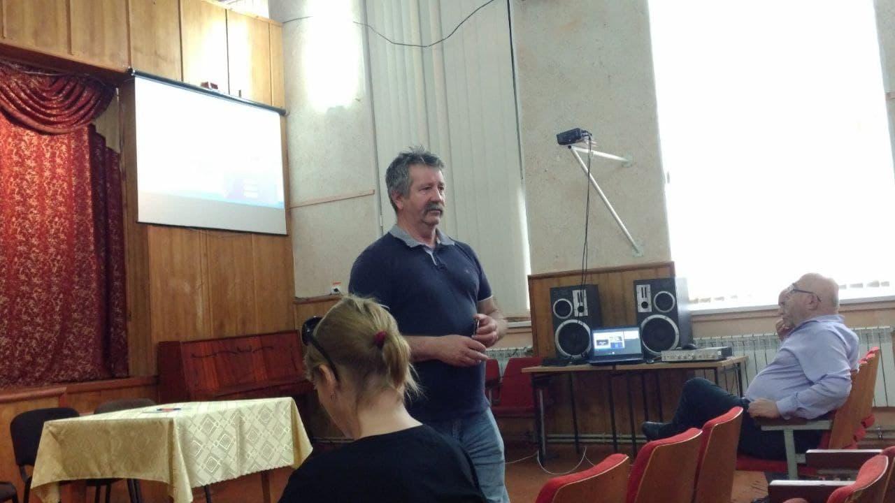 Ужнівські айтівці організували семінари з інформатики для вчителів та учнів Хустщини й Міжгірщини