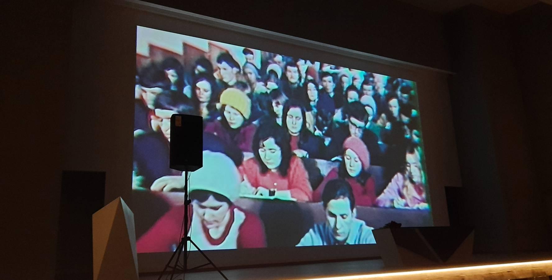В оновленій великій залі Вченої ради ректор УжНУ першими вітав журналістів краю з нагоди професійного свята