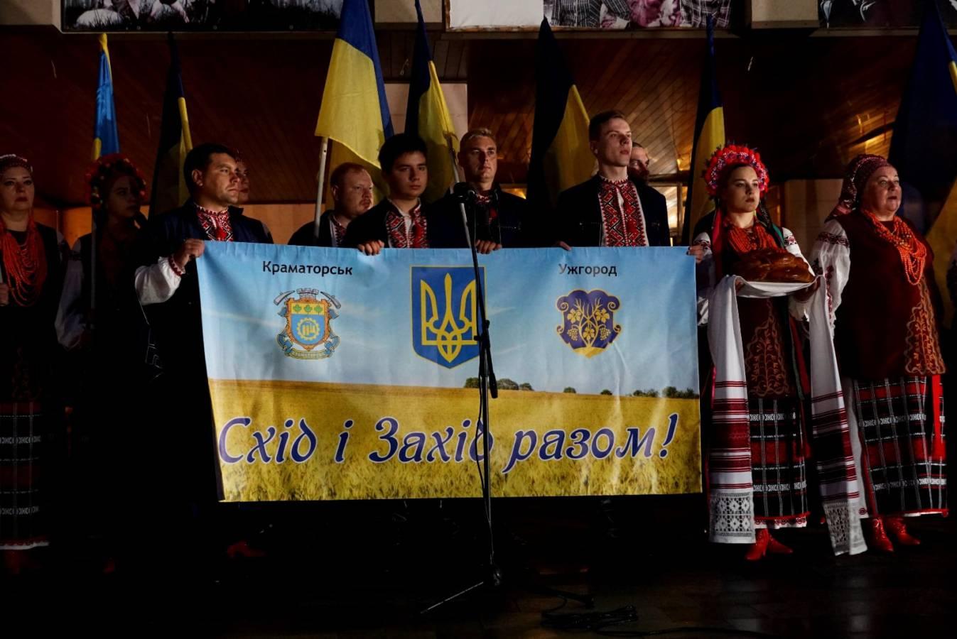 Ужгород розпочав святкування 30-ї річниці Незалежності традиційною молитвою за Україну на світанку
