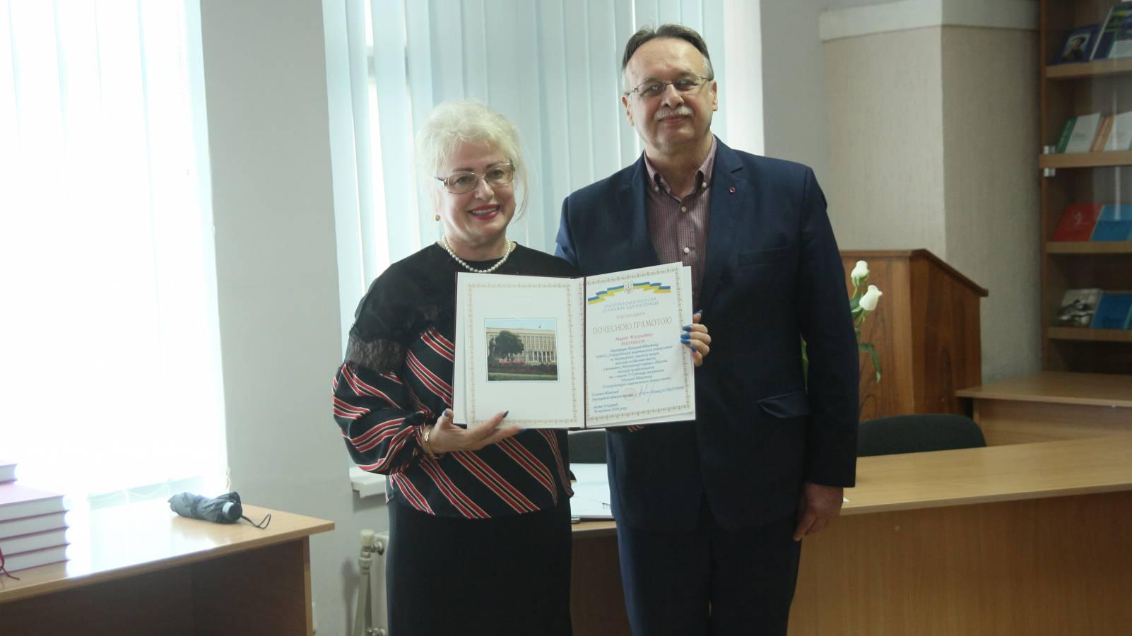 75 років в одній книзі: колектив Наукової бібліотеки УжНУ презентував монографію про історію свого підрозділу